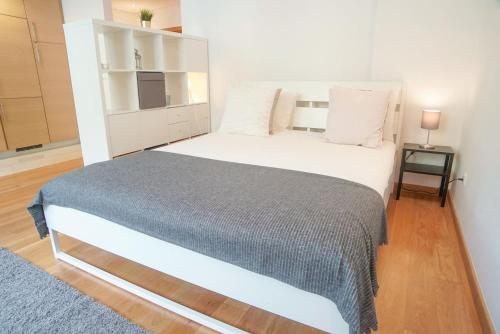 Spacious And Modern Studio In Belem! - image 3