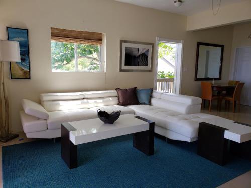 . Villa Indigo Sunny 1BR Apartment in Private Gated Estate