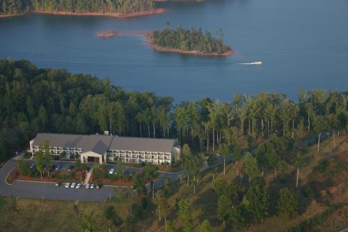 Lake Chatuge Lodge - Hiawassee, GA 30546