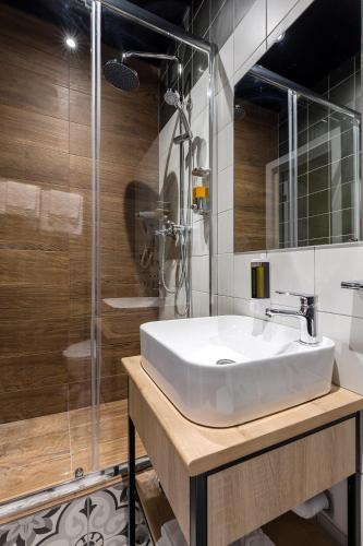 Отель Демут Улучшенный номер с кроватью размера