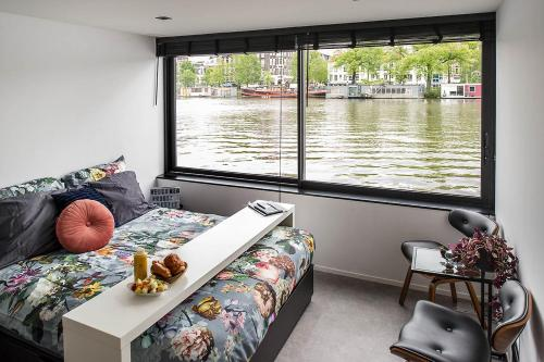 Hotel Houseboat Amsterdam - Room with a View