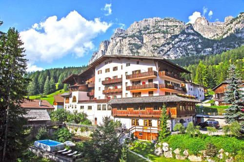 Hotel Dolomiti Alta Badia-La Villa/Stern