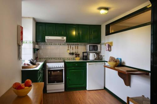Holiday homes Casas Valleparaizo Camacha - FNC021003-FYA, Santa Cruz