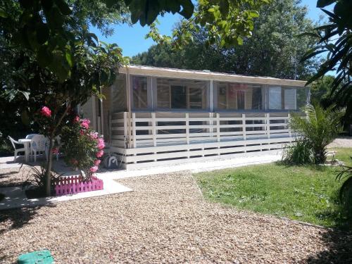 MH, 3 Ch, 43m2, climatisé, avec terrasse fermée de 18m2, super équipé, parc aquatique, draps, linge de maison inclus - Hotel - Lattes