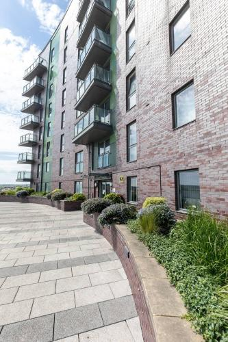 2 bed apartment in Leeds with balcony & underground parking