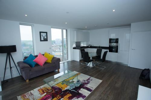 High View Two Bedroom Apartment In Woolwich