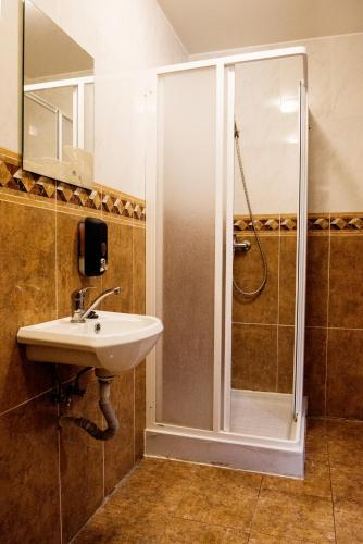 Cameră single Basic cu baie comună (Basic Single Room with Shared Bathroom)