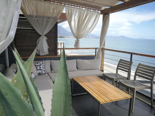 Suite Deluxe con vistas al mar (Deluxe Suite with Sea View)