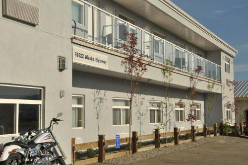 SKKY Hotel - Whitehorse, YT Y1A 3E4