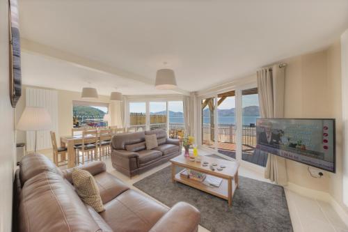 Beach Houses with Hot Tubs - Accommodation - Glencoe