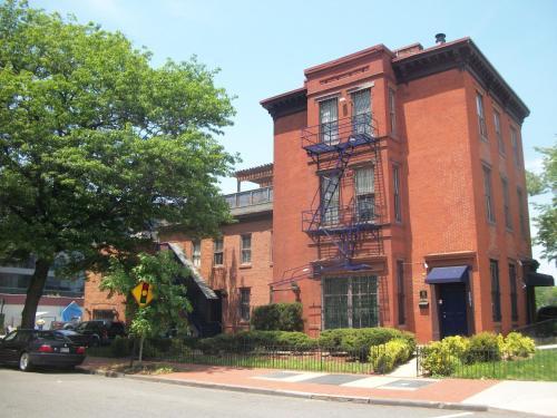 Capital View Hostel - Washington, DC 20001