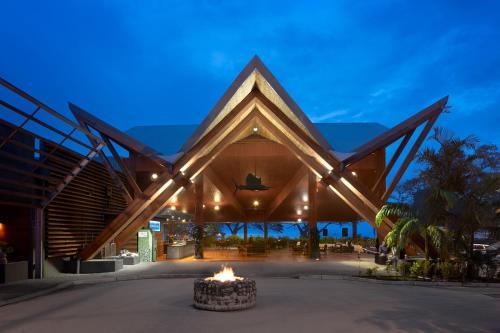 Фото отеля Coral Sea Resort & Casino