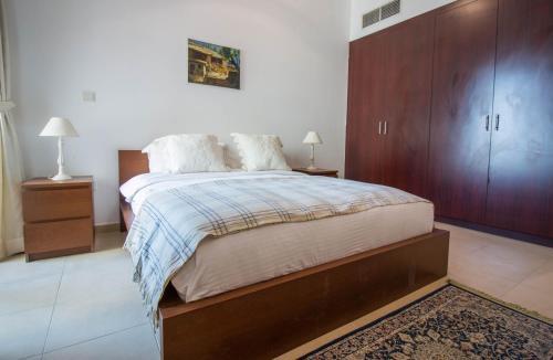 Luxurious Apartment Marina View - image 8