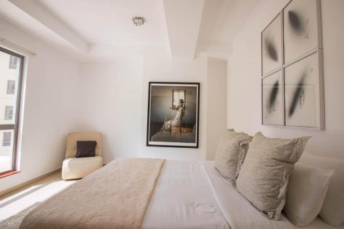 Luxurious Apartment Marina View - image 10