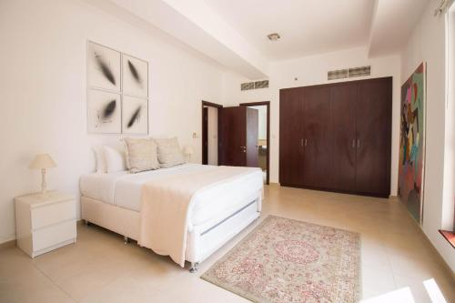 Luxurious Apartment Marina View - image 11