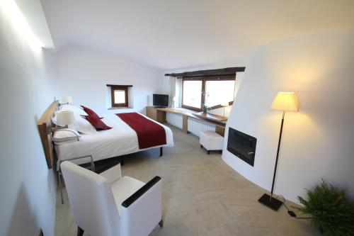 Superior Double Room Hotel Can Cuch 7