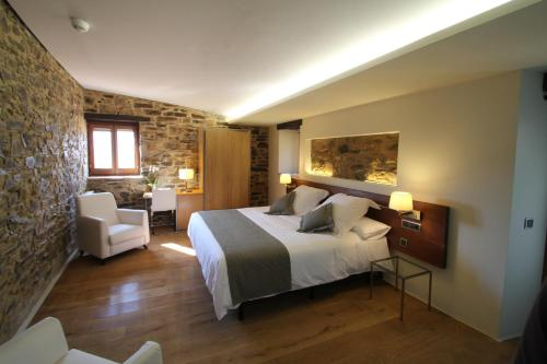 Superior Double Room Hotel Can Cuch 6