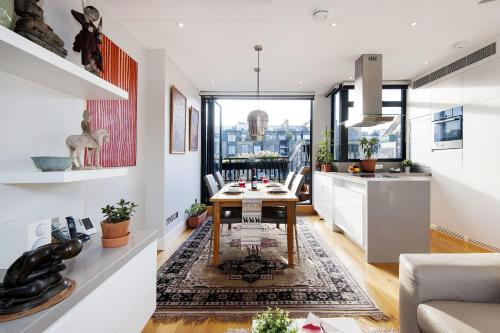 Superb Kensington Duplex With Ac And Terrace
