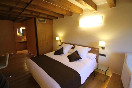 Double Room Hotel Can Cuch 36