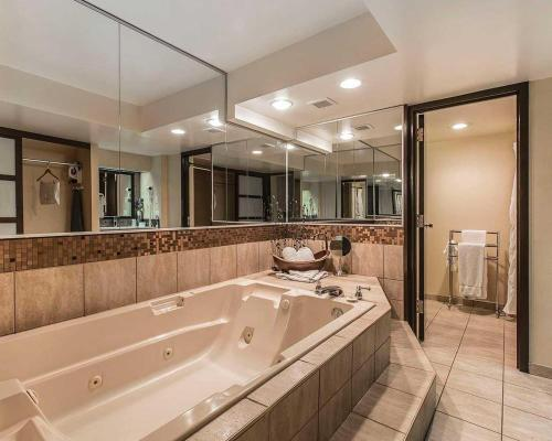 HomeStay Inn & Suites - Medicine Hat, AB T1A 7R7