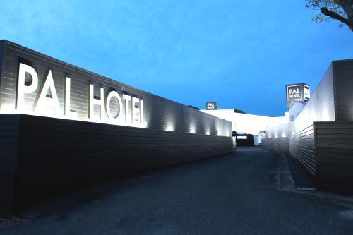 Munakata Pal (Love Hotel), Munakata