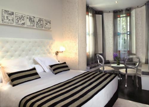 Deluxe Double or Twin Room with Lake View Hotel Villa Paulita 1