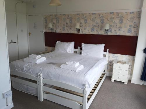 North Parade Seafront Accommodation - Photo 4 of 73