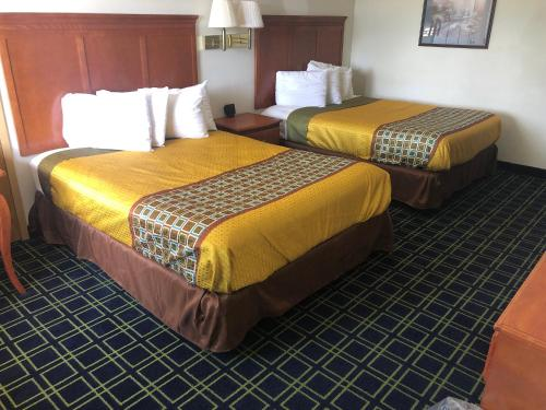 . Sunset Inn and Suites