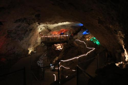 Grand Canyon Caverns Inn In Az
