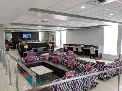 Best Western Plus Commerce Hotel - Commerce, CA 90040-3813