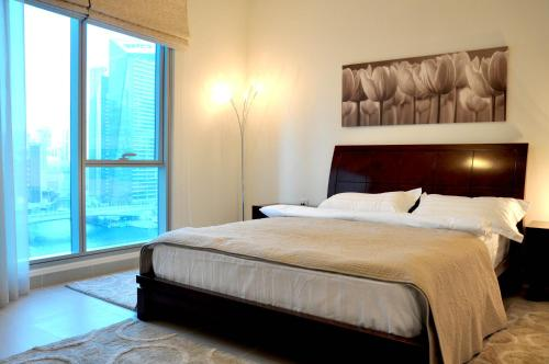 Luxurious Apartment Marina View - image 12