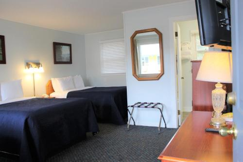 Admiral Motel - image 4