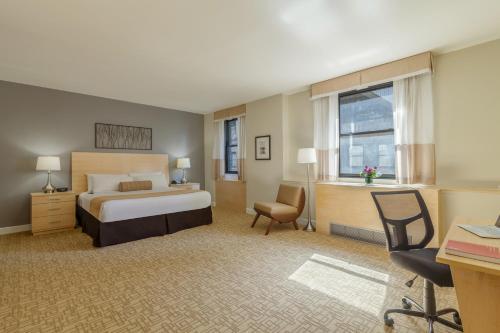 Hotel Pennsylvania *Недавно отремонтированный номер Penn Plaza Collection с 1 кроватью размера «king-size»