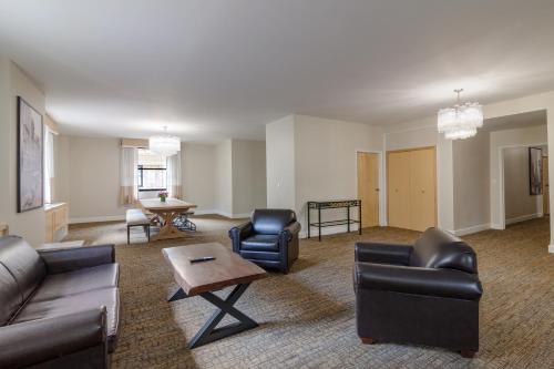 Hotel Pennsylvania *Недавно отремонтированный представительский номер Penn Plaza Collection с 2 двуспальными кроватями - Подходит для гостей с ограниченными физическими возможностями