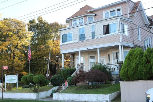 Harbor House Bed and Breakfast