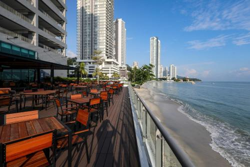 . Hompton Hotel by the Beach