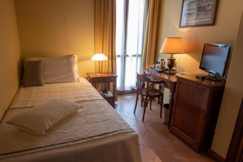 Albergo Le Due Corti - Hotel - Como