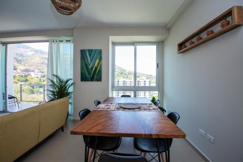 . Beautiful & Spacious Apt With Amazing View & Style