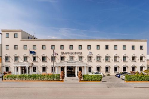 Grand Sapphire Hotel & Banqueting