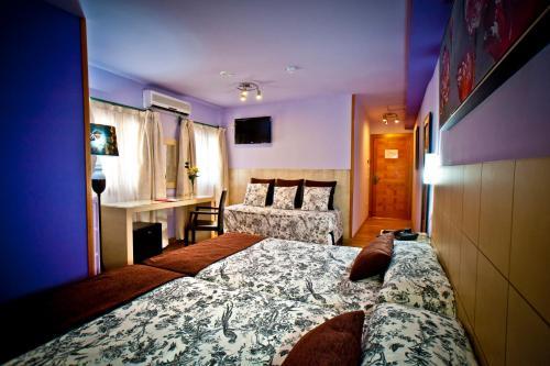 Dreibettzimmer Hotel Condes de Castilla 8