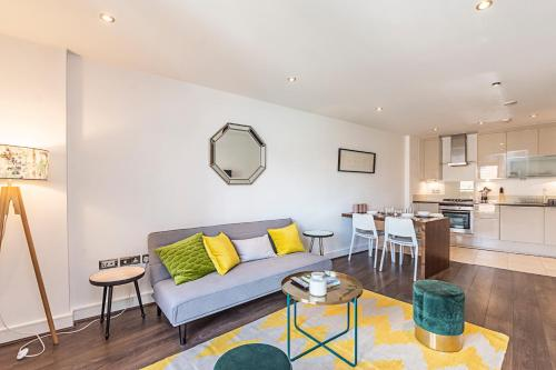 2 Bed Apartment, Whitechapel - Sk