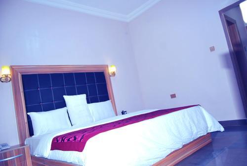 Tivona Hotels, Ikpoba-Okha