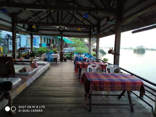 Sunset Bar Bungalow, Hinboon