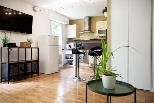 . Chic Appartement avec Terrasse, Parking Privatif