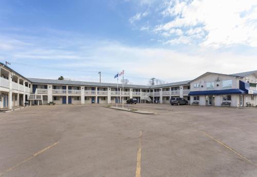 Motel 6-Camrose AB - Camrose, AB T4V 0K6