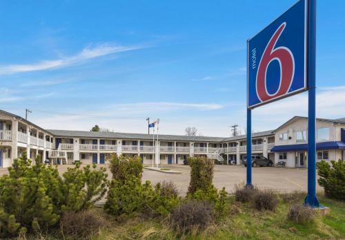 . Motel 6-Camrose, AB