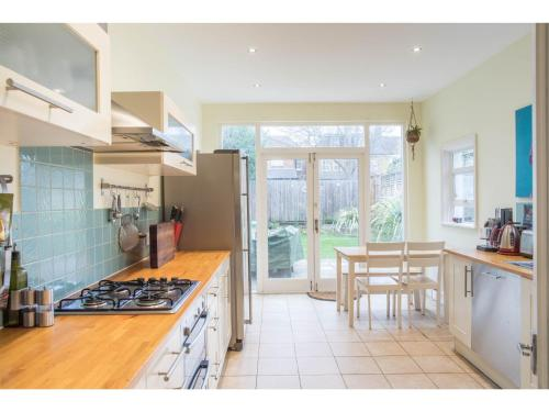 Lovely 3Bed House & Garden - Explore Chiswick