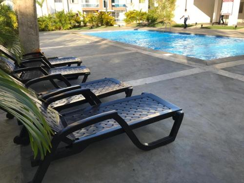 Tropical Condominiums, Paradise 5 minutes from Airport
