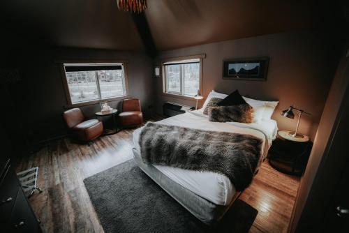 Creekside Villa - Canmore, AB T1W 3G9