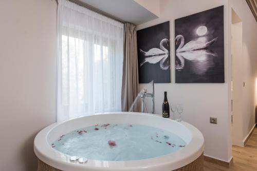 . Aequor Luxury Rooms